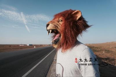 Маска льва с открытой пастью
